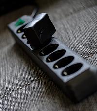 Steckdoseleiste mit Ladegerät - Bild